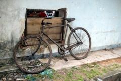 Fahrrad im Hafen von Mirissa